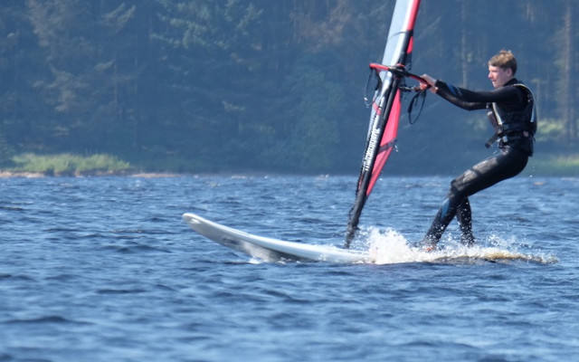 T15 Windsurfing for young windsurfers.